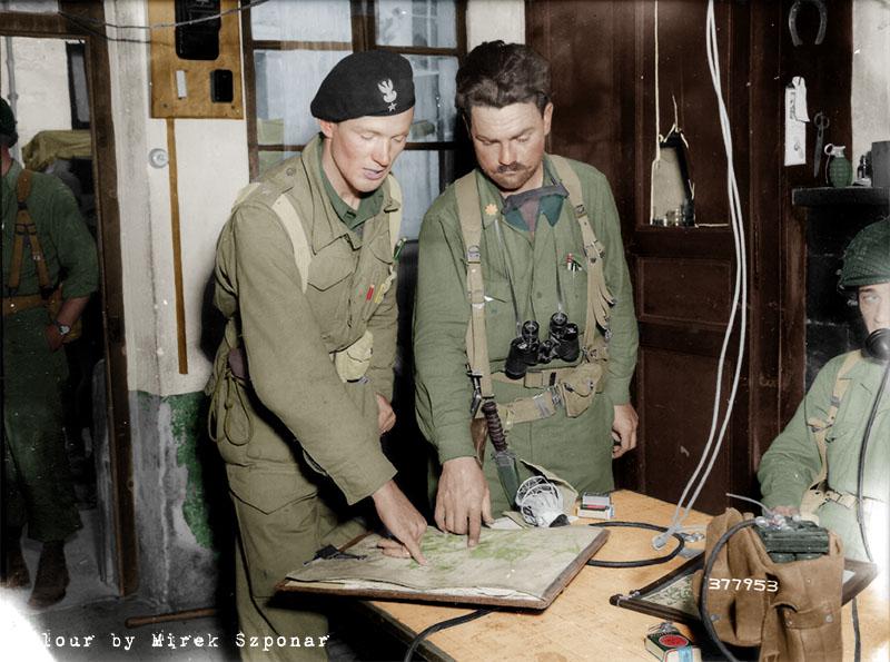 Porucznik Kłaptocz rozmawia z oficerem amerykańskim, Chambois 20 sierpnia 1944km